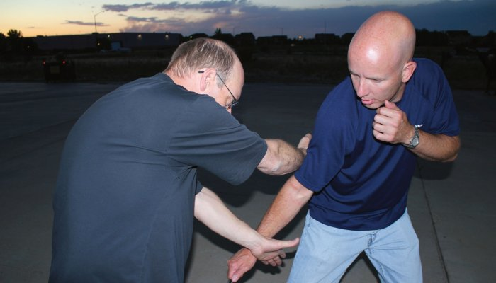 culture: Self-defense and unarmed defense Part 13 - Knife defense: the control position